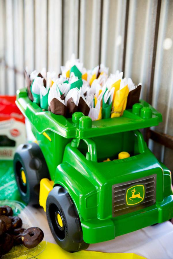 Kara S Party Ideas John Deere Tractor Themed Birthday