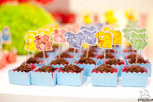 Festa Galinha Pintadinha Birthday Party via Kara's Party Ideas | Kara'sPartyIdeas.com #festa #galinha #pintadinha #birthday #party #ideas #supplies (12)